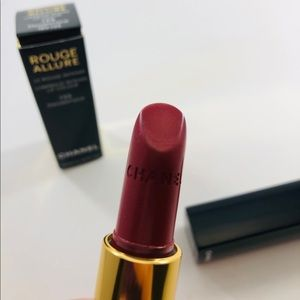 Chanel Rouge Allure Lipstick 135 Ènigmatique
